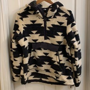 North face fleece pullover hoodie. L